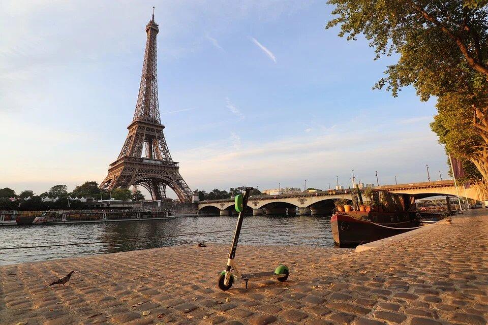 la Trottinette , un nvei sur les bords de Seine