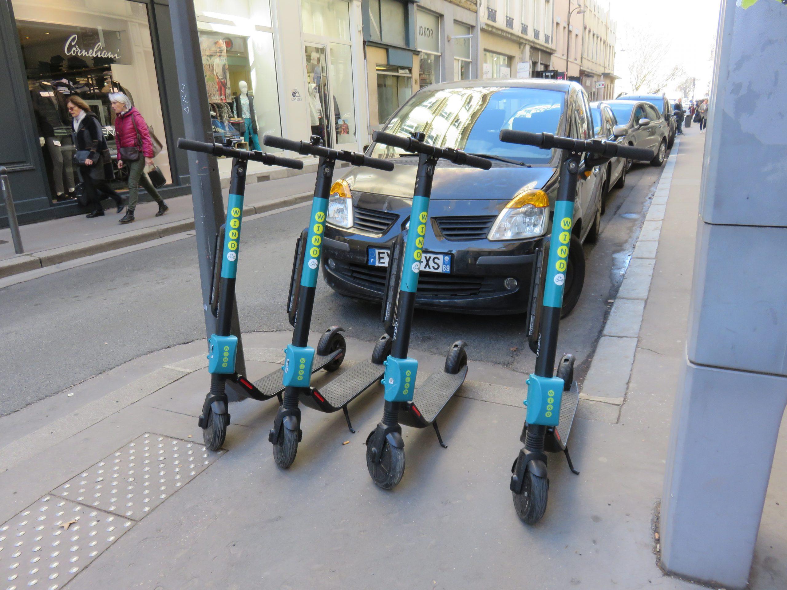 Free floating trottinette sur parking